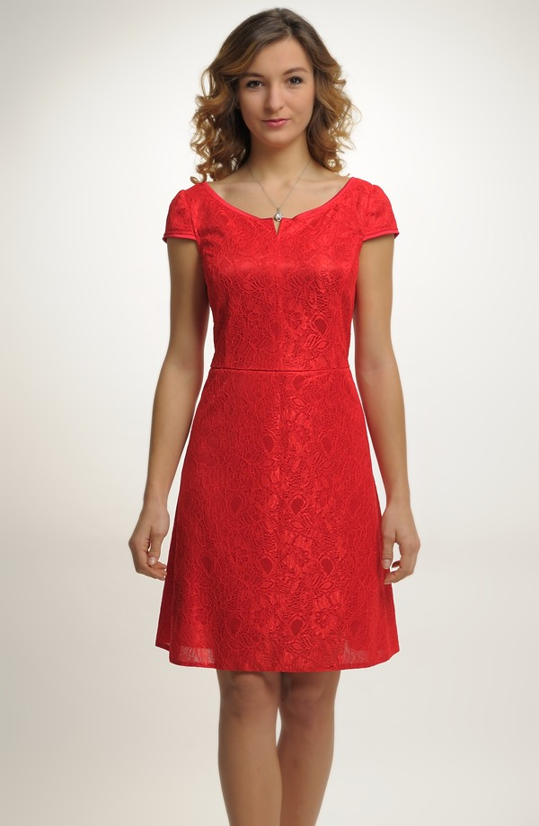 d2a21713e1e2 Krátké červené šaty s malými rukávky ...