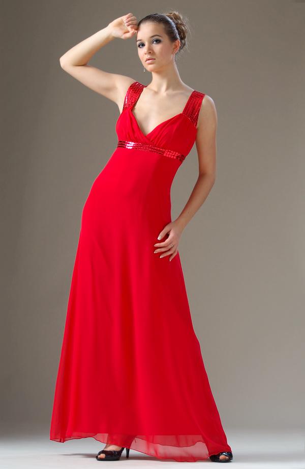 819b83f1acf ... Dlouhé červené plesové šaty na širší ramínka ...