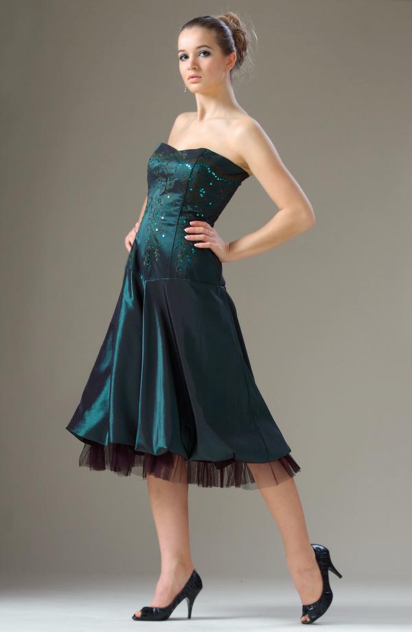 509a13258ce Elegantní korzetové šaty s balónovou sukní s kanýrem.