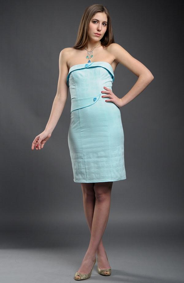 f53a438ad46e Dívčí krátké šaty na maturitu v pastelové barvě.
