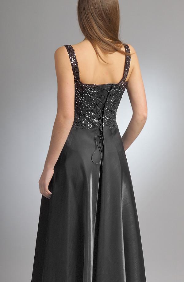 65895e305d7 Plesové šaty korzetového střihu mají zdobené sedýlko s náběry.