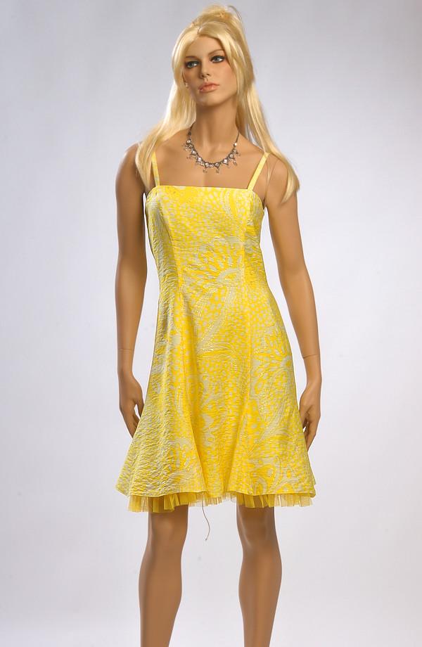 Dívčí krátké žluté plesové šaty jsou vhodné i do tanečních. 7cb714909b