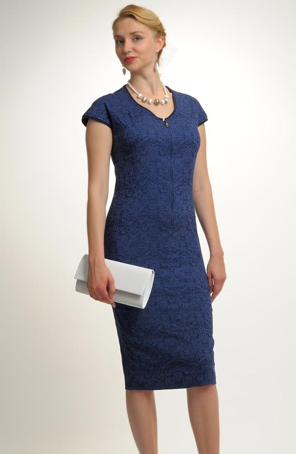 4abe6102b2a1 Dámské šaty v jednoduché úzké linii ...