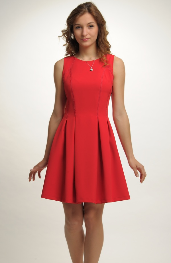 f686f48237d6 Společenské šaty na párty i pro družičky na svatbu ...