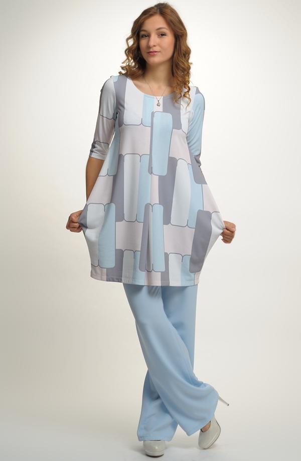 Tunikové šaty s velkým pastelovým vzorem  3a9d90db5d