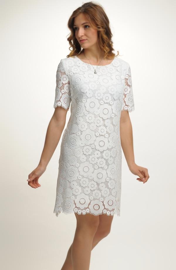 Krátké šaty z luxusní bílé krajky ... f330657cdec