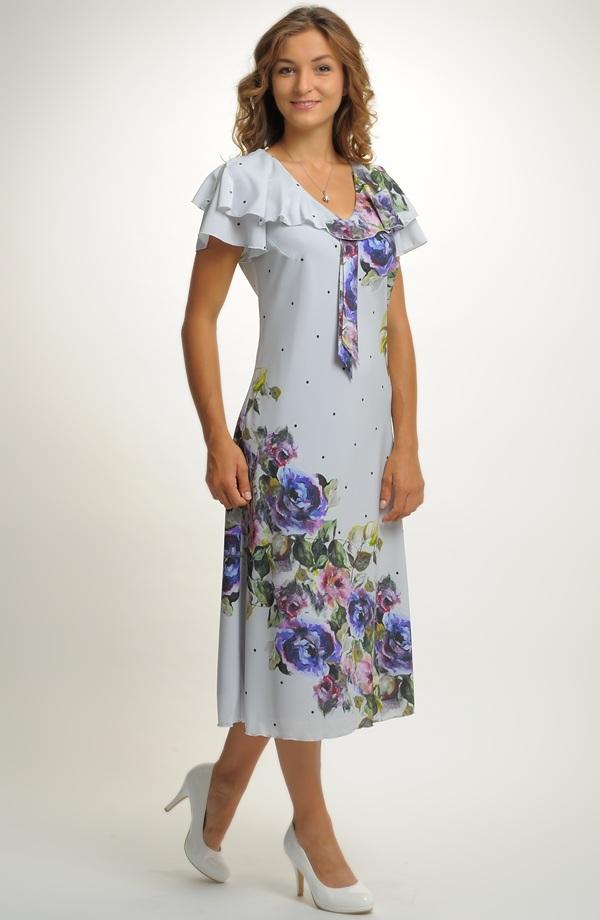 a8a5ac334c0 Luxusní dámské společenské šaty ze šifónu ...