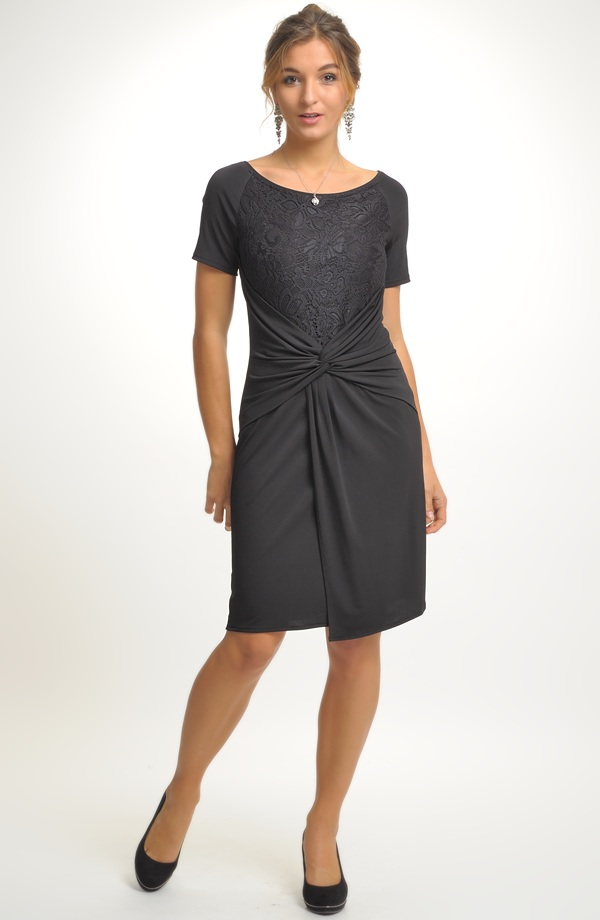 1afed62569f Černé šaty s krajkovým živůtkem a řasením na sukní ...