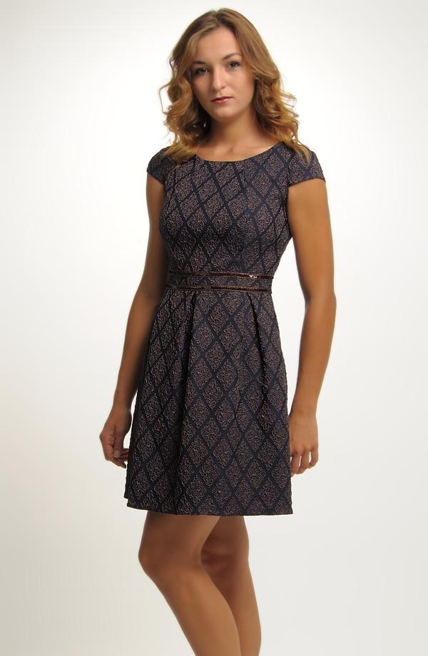 ... Šaty inspirované retro módou 50.let d9598398ee