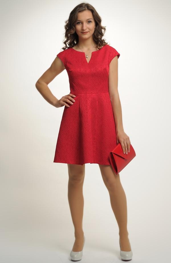 6521417270dc ... Krátké červené šaty se spademi rukávky ...