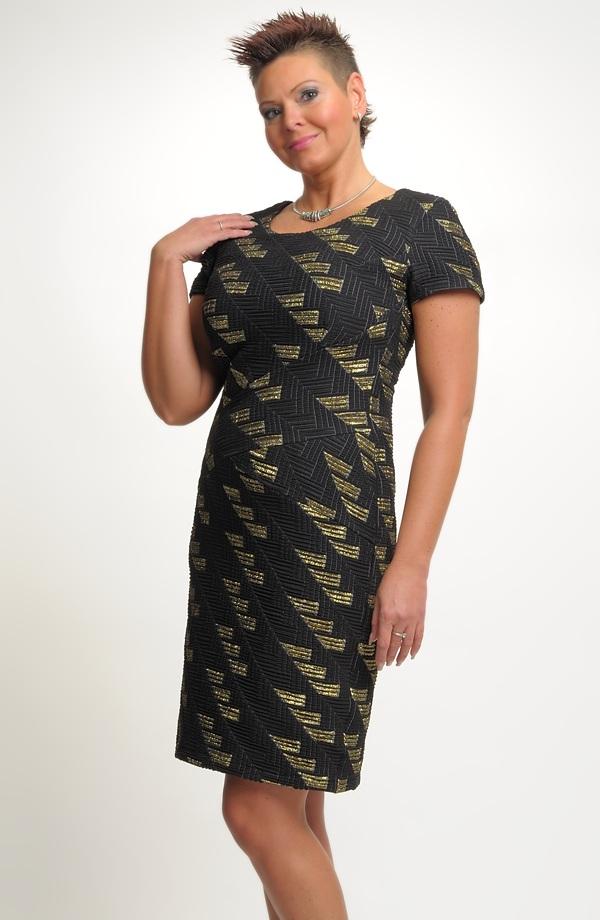 8d53472b557 Dámské večerní a koktejlové šaty z luxusní tkaniny vhodné pro větší  velikosti ...
