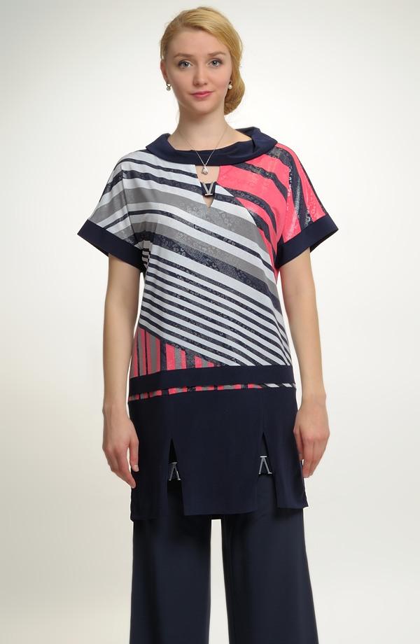 ... Tunika z luxusní pleteniny s asymetrickým vzorem ... 7d92ce7f08