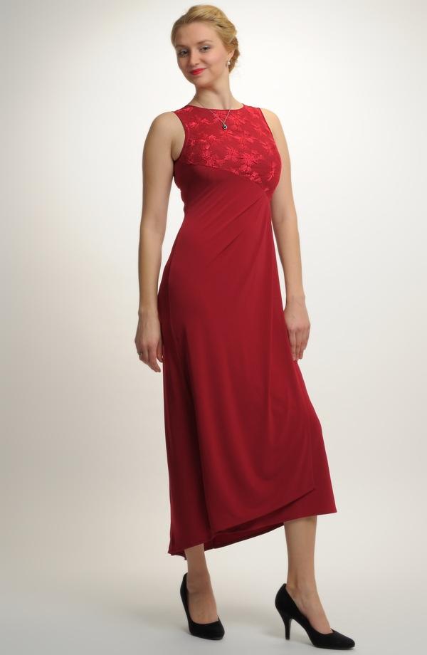 Dámské plesové šaty z elastické pleteniny b4a2ee68c76