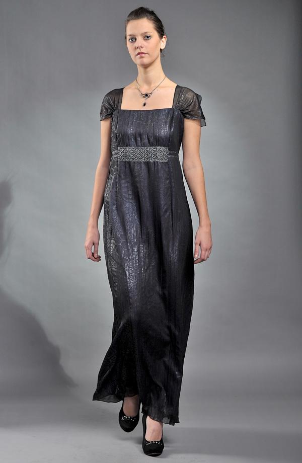 e2ece192c5a9 Dlouhé dámské společenské šaty pro plnoštíhlé s metalízou zvířecího vzoru