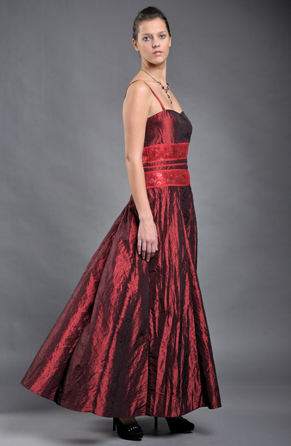 Dlouhé taftové šaty na ples  b6c7e9fae5