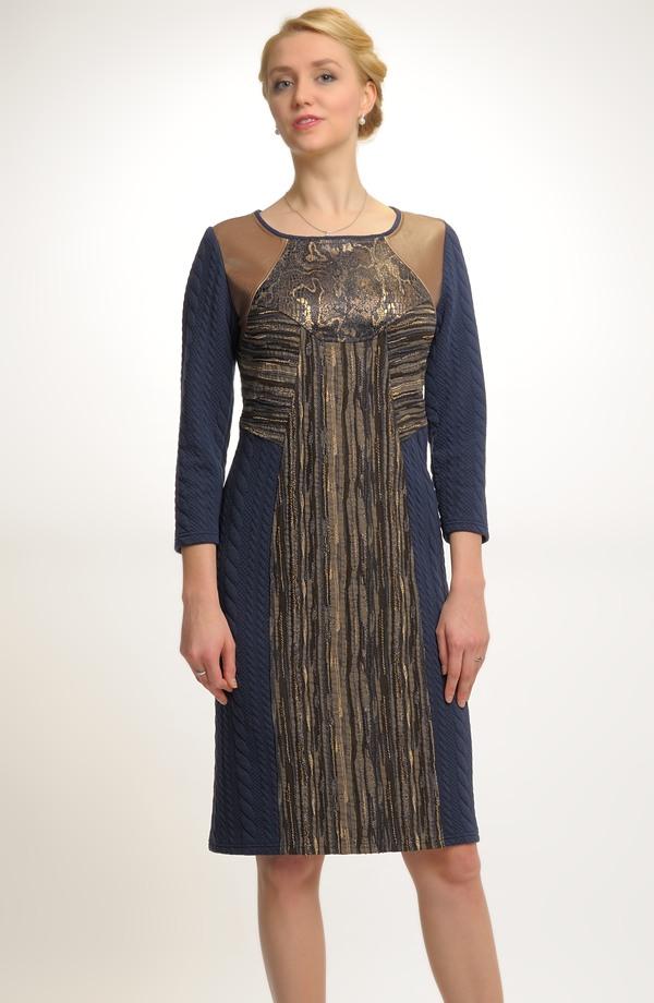 0d974df2ad1 Elegantní koktejlové šaty v náročném puzzle střihu ...