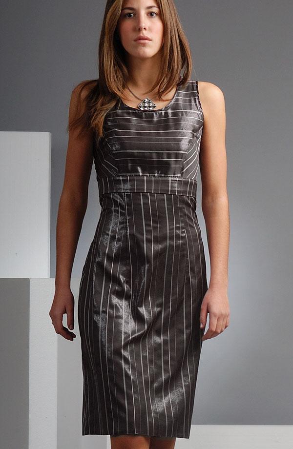 16f26c93272d Společenské pouzdrové šaty s pruhy a kovovým leskem