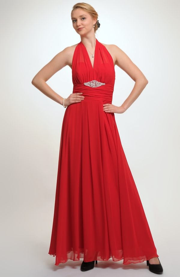 Dlouhé plesovky ze šifónu s bohatou nabíranou sukní. 961c138016e