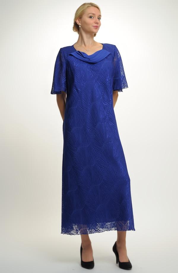 ff74ae3439e6 Elegantní plesové šaty pro moletky ...