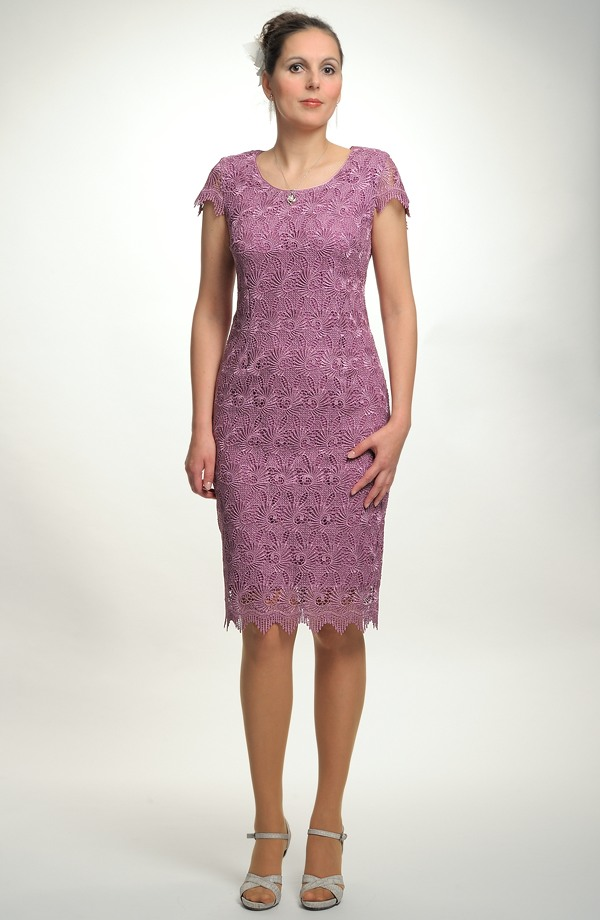 7d83dccce14 Elegantní dámské poudzdrové koktejlové šaty z krajky
