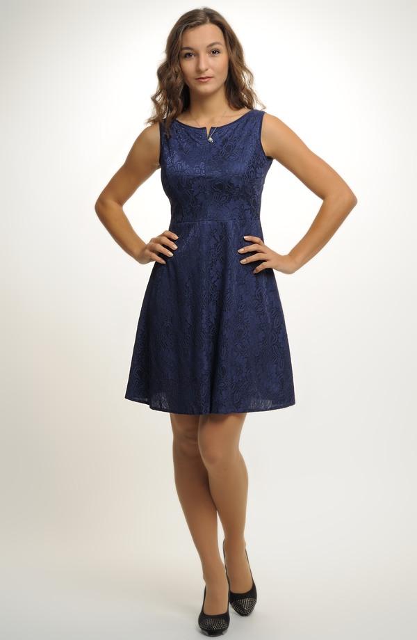 99683b34ba6 ... Dívčí šaty do tanečních i na maturitu