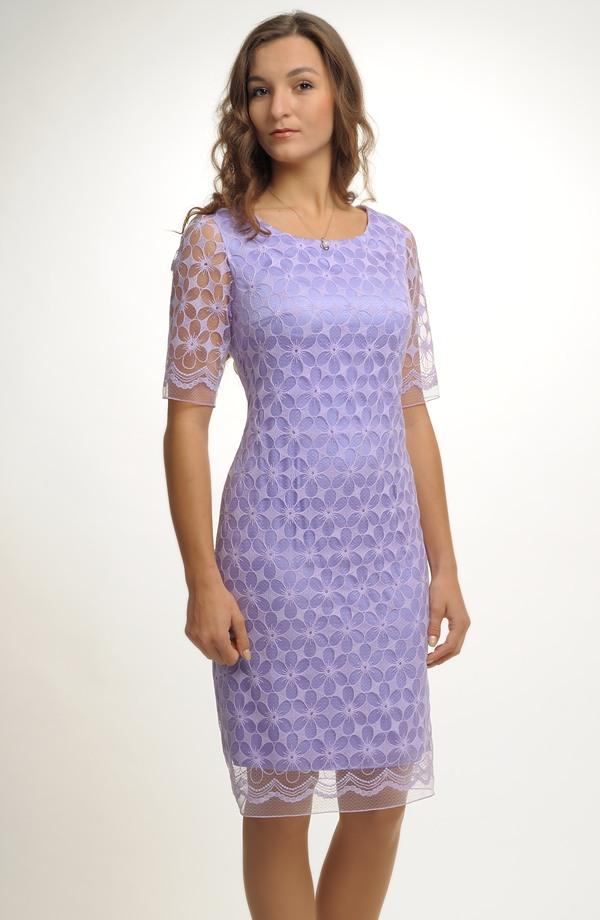 cab640fcdac0 Společenské koktejlové šaty v módní fialové barvě ...