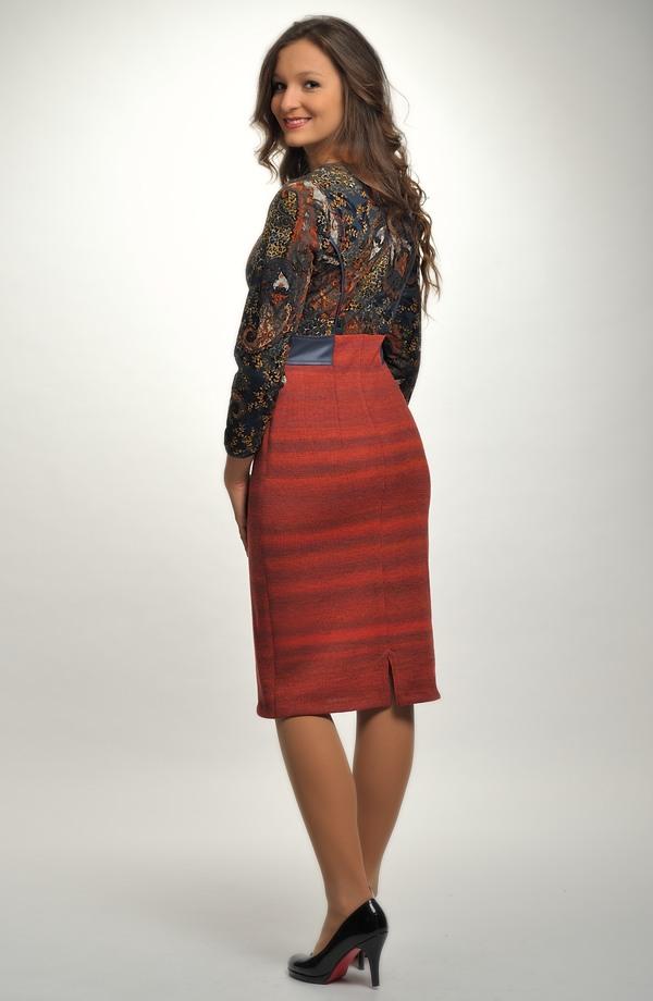 6b4088f35 ... Pletené dámské elegantní šaty do práce v kombinaci materiálů ...