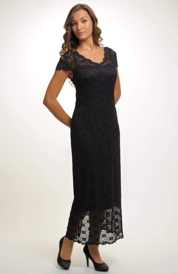 b0d87d03156e Malé černé krajkové koktejlové šaty pro plnoštíhlé