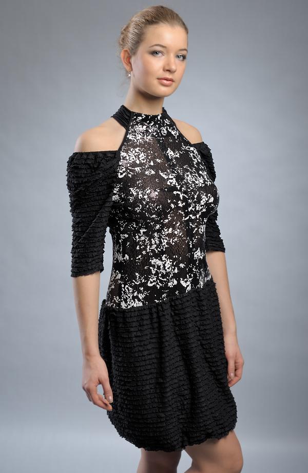 Extravagantní krátké společenské šaty  0520f87d80