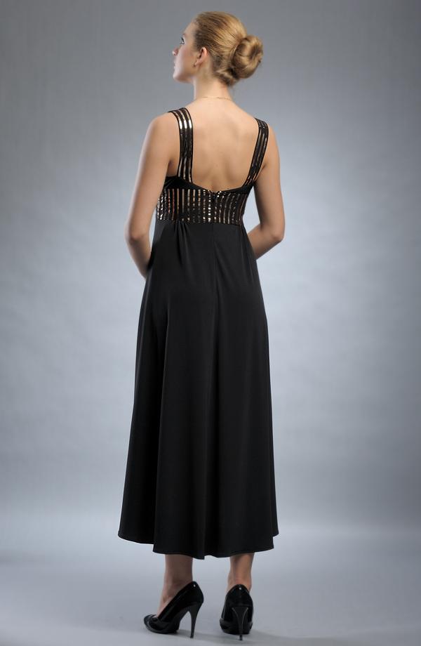 Černé večerní šaty zdobené zlatými pruhy v pase. 5fe649a678