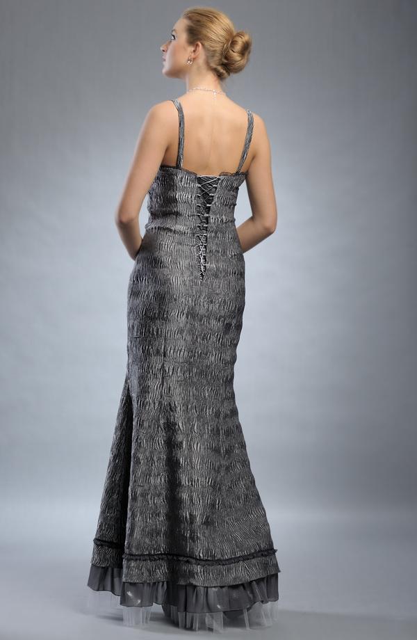 Velikosti 36 a 38 Dlouhé stříbrné plesové společenské šaty z krešovaného  materiálu. Velikosti 36 a 38 0a228b258b