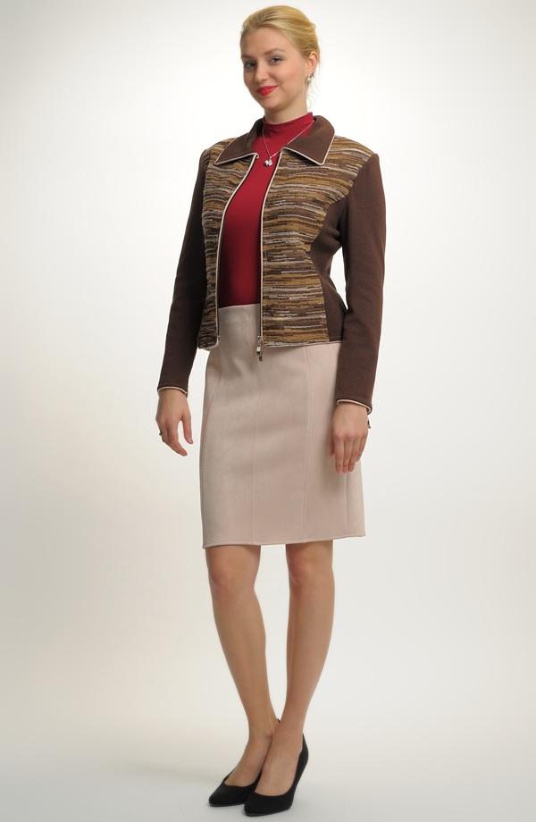 f4673f54abd Úzká sukně zdobená štepy.