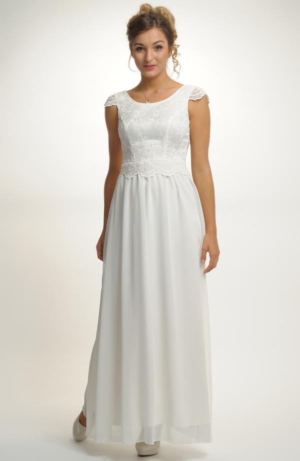 ... Svatební šaty s krajkovým živůtkem a bohatou sukní 2d1cf976ea