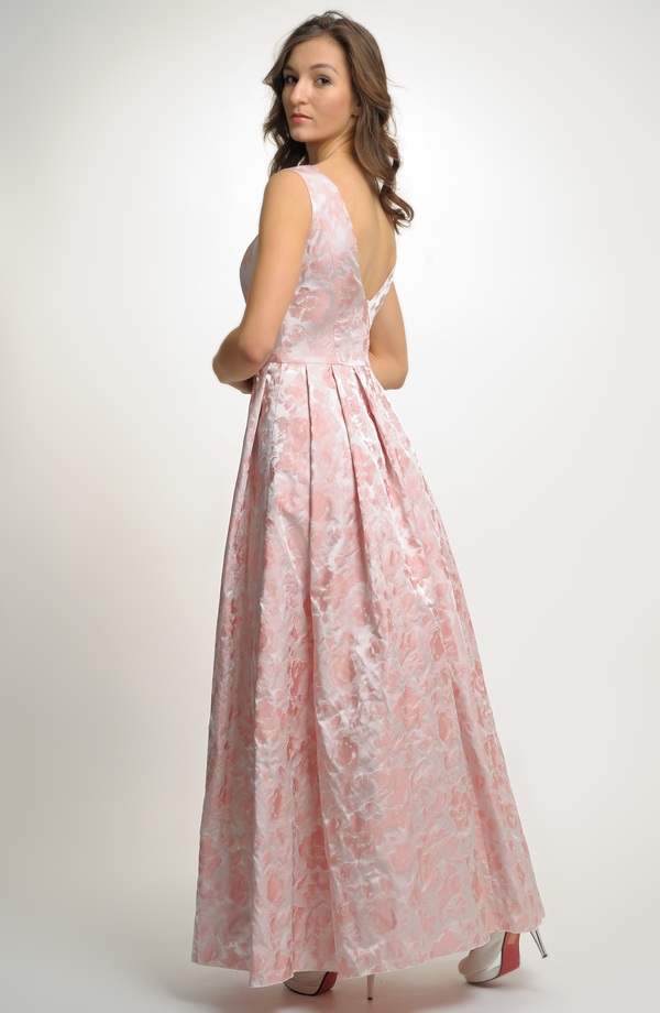1653fb93196 Šaty pleové i svatební s štíhlým pasem a širokou sukní s tylovou spodničkou.