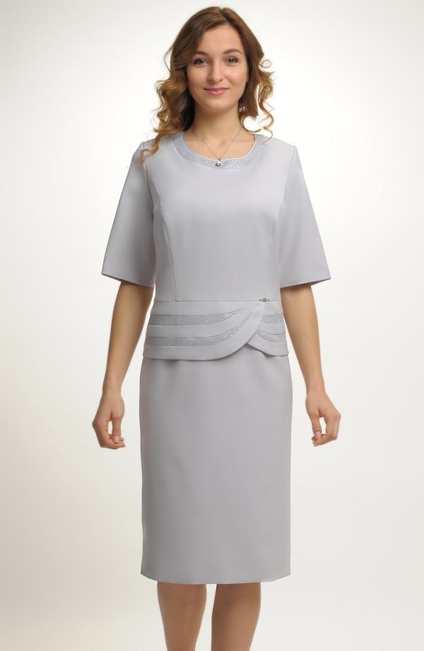 Společenské koktejlové šaty pro plnoštíhlé ... c00f23fbfa2