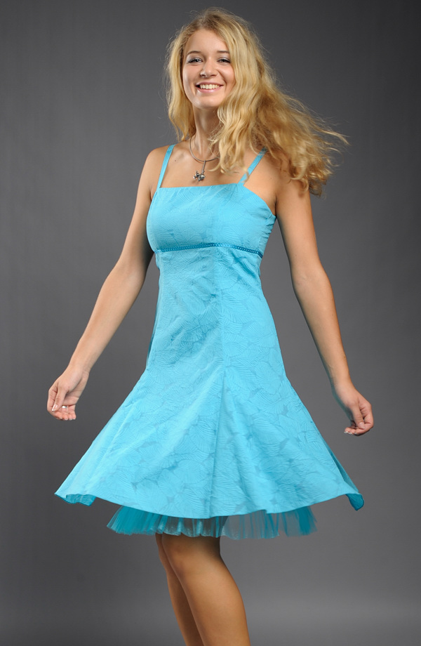 Jemné šaty na ramínka s tylovou spodničkou  5b45ca4205