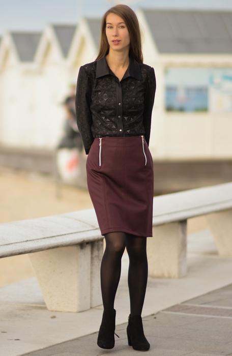 2a7d7923f2e Na léto se vždy hodí skladné sukně do kufru. Mírně rozšířené kratší sukně  ke kolenům většinou bez vzoru doplní barevné triko. Delší sukně se vzorem  naopak ...
