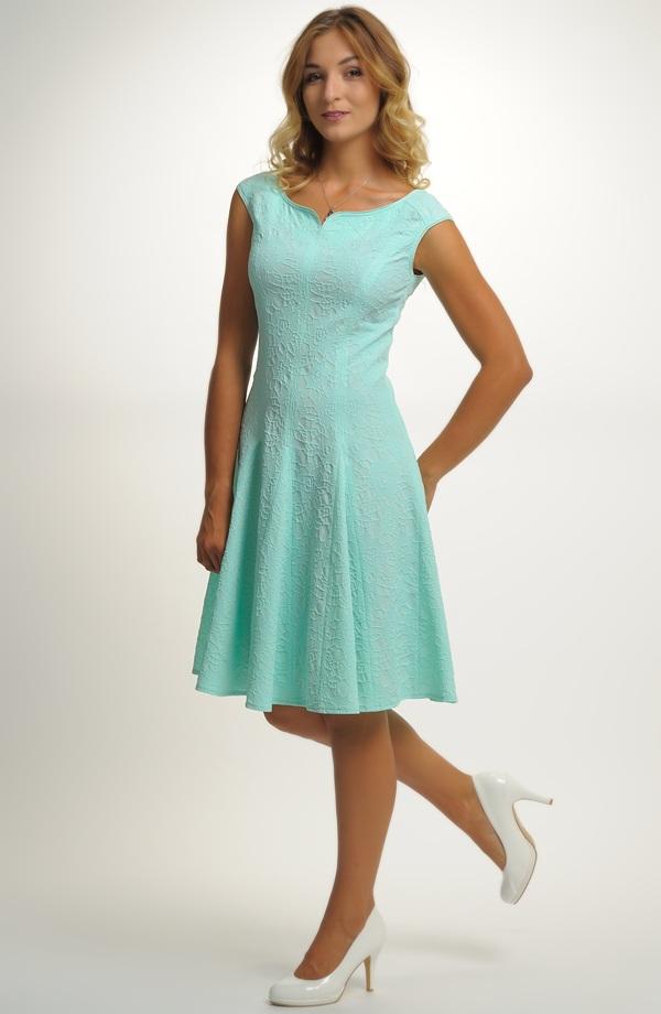 c827861e677a Krátké dívčí šaty vhodné na maturitu
