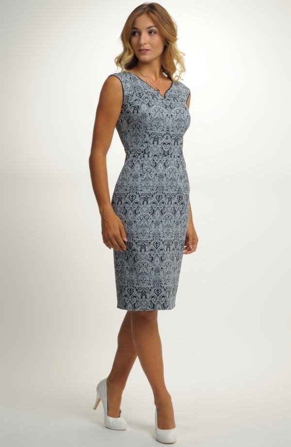 ... Krátké šaty ze zajímavého materiálu ... 1a41167209