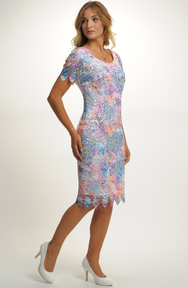 Dámské koktejlové šaty s krajkou ... f5a123d5d5