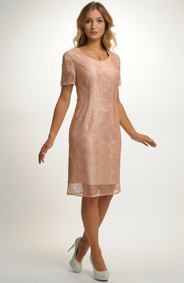 7271120d55c Elegantní dámské pouzdrové koktejlové šaty z krajky ...