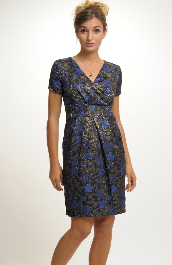 Společenské šaty se sklady na sukni ... 1effec6b74