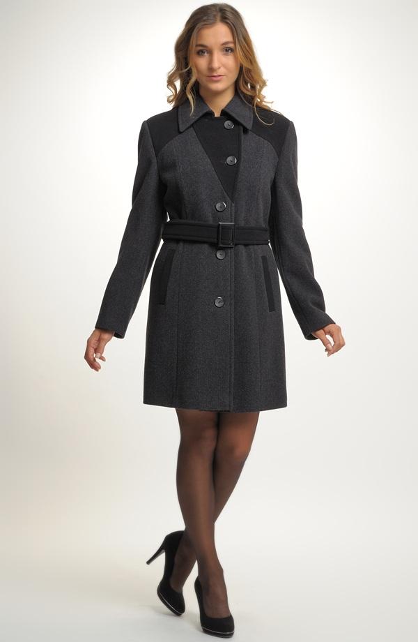 75abf6c09d5 Dámský krátký zimní kabát s kapucí